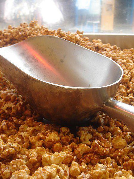 Easy Homemade Amish Caramel Corn Recipe