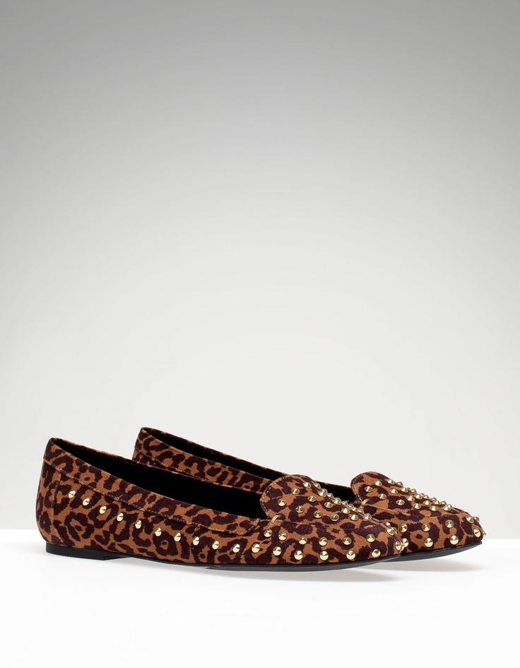 Stradivarius - Sapatos rasos com estampado leopardo e tachas: