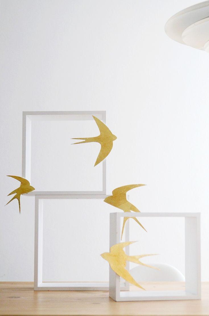 Sinnenrausch - goldene Schwalben am Regal
