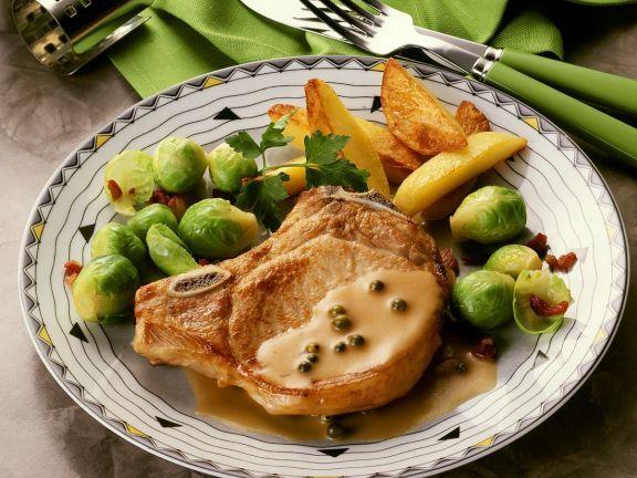 Kotelett mit grüner Pfeffersauce ist ein Rezept mit frischen Zutaten aus der Kategorie Schwein. Probieren Sie dieses und weitere Rezepte von EAT SMARTER!