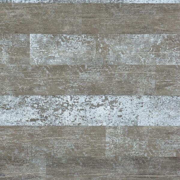 Tapeten som vi valt till två av väggarna i hallen ger ett varmt och ombonat intryck.