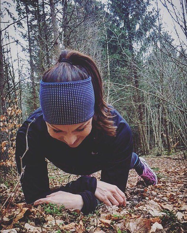 GOD fredag!!  I natt hadde jeg mareritt om at jeg ikke rakk starten i #holmestrandmaraton i morgen..  akkurat DET tror jeg at jeg skal klare...så får vi se med resten..  #girlsbreakingtrails #maratontrening #minløpetur #mintreningsglede #trailrun #trailrunner #liveterbestute #utno #keepgoingfaster #worlderunners #instarunners #runnersofnorway #aktivejenter #aktivmamma #letsgohoka #runnerscommunity #laufen #runmehappy #sprekapril #sportsgalleriet #gsportbyporten by catwal