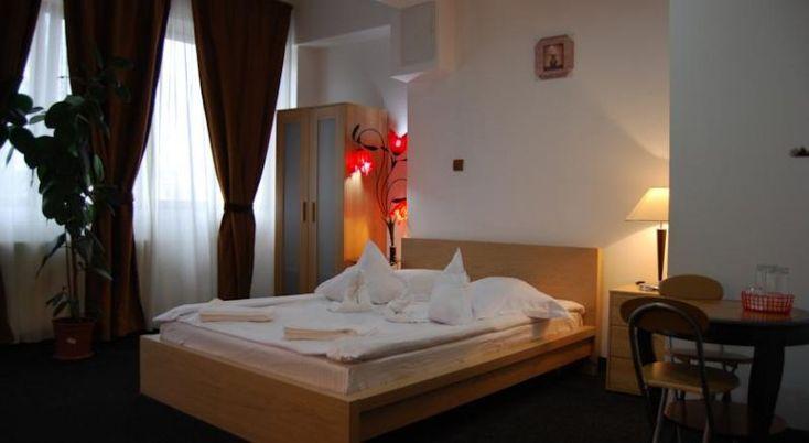 Hostel Litovoi #Hosteluri Bucuresti. Pensiunea Litovoi este situata la 4 km de centrul Bucurestiului, oferind camere private si în comun, la preturi accesibile. Toate camerele mobilate simplu au un balcon si ofera Wi-Fi gratuit. Litovoi beneficiaza de o receptie 24 de ore si parcare gratuita securizata în apropiere. Atractiile principale din Bucuresti, inclusiv Muzeul de Istorie Naturala Grigore Antipa, Muzeul de Arta si Ateneul Român sunt la o scurta calatorie cu transportu…