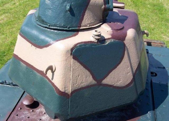 La tourelle de char APX 1 CE pour S35 : désignation allemande du char : Panzerkampfwagen 739 (f) armement : un canon antichar de 47 mm SA 35 en place à droite d