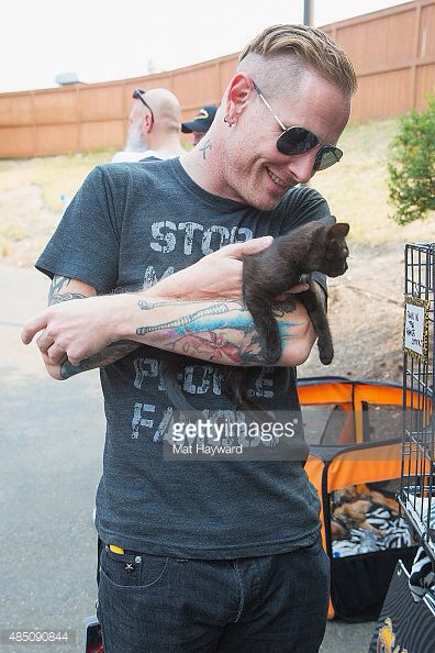 corey taylor and a kitty <3 my heart is melting. Mick (#7) is also a self confessed cat lover !