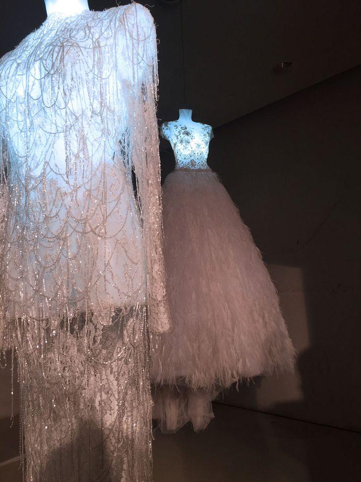 Celia Kritharioti White Wonderland Καλώς ήρθατε στο νέο ταξίδι της Σίλιας Κριθαριώτη στο Golden Hall! Οι νυφικές δημιουργίες Celia Kritharioti βρίσκουν τον χώρο τους στον πρώτο όροφο του Golden Hall σε ένα πρωτότυπο art installation που θα είναι ανοικτή για το κοινό μέχρι τις 10 Ιανουαρίου!