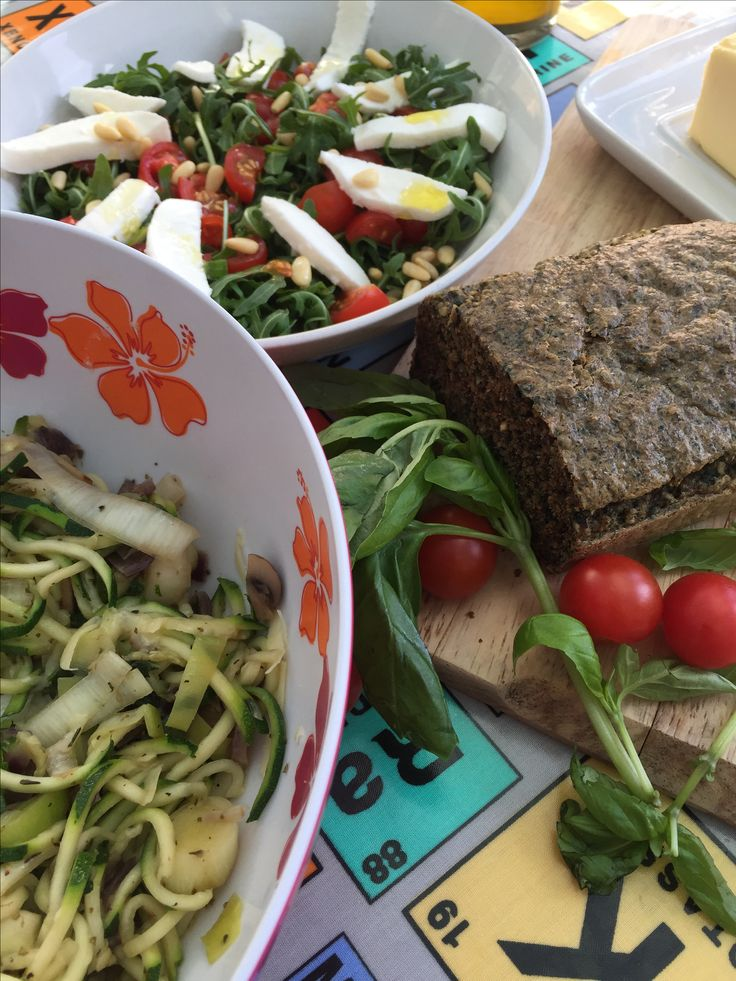 Simple suppers.....Flax bread and Courgetti pasta....head to www.healthyhubuk.com for more delicious recipes