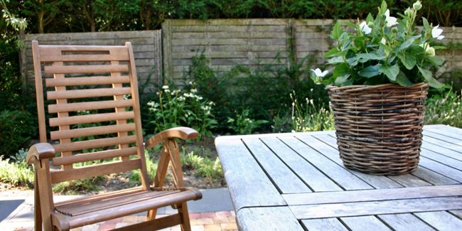 L Huile De Lin Comment L Utiliser Pour Traiter Le Bois Huile De Lin Huile De Lin Bois Decoration Exterieur