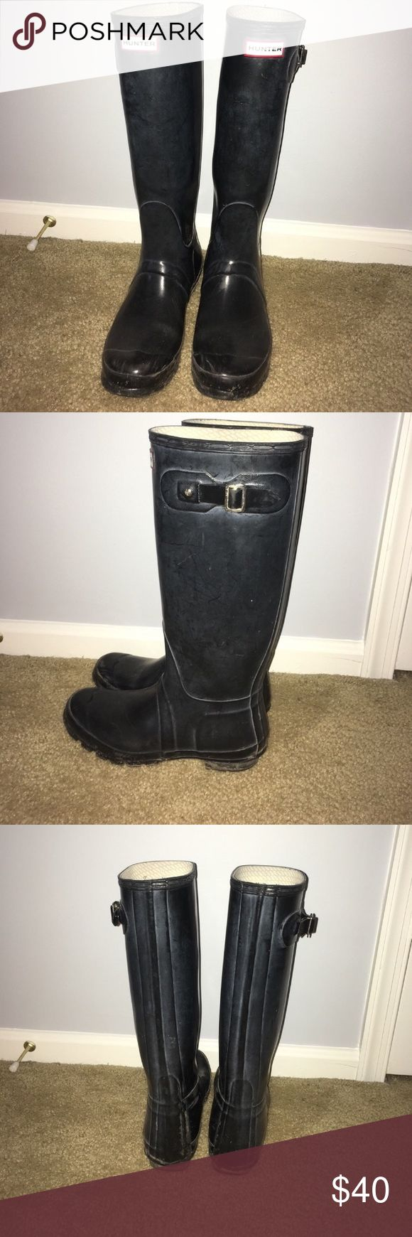 Black Hunter Boots These are Women's size 10/ Men's size 9 original gloss Hunter Boots! They are in good condition as shown in the pictures! Hunter Boots Shoes Winter & Rain Boots