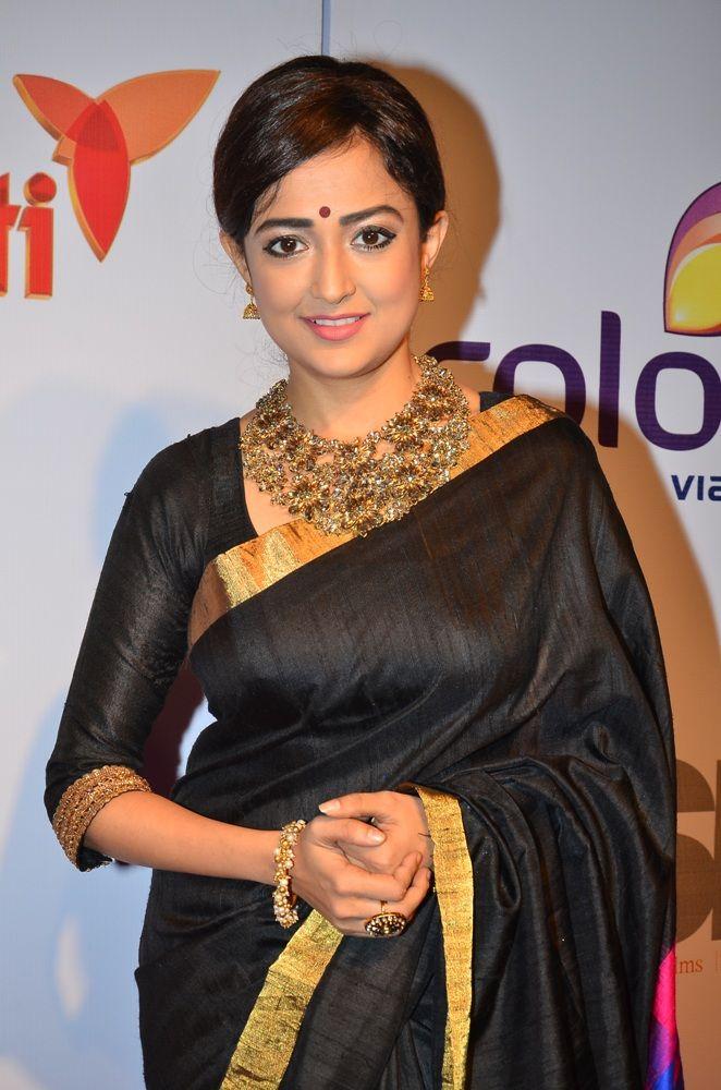 Monali Thakur in Saree