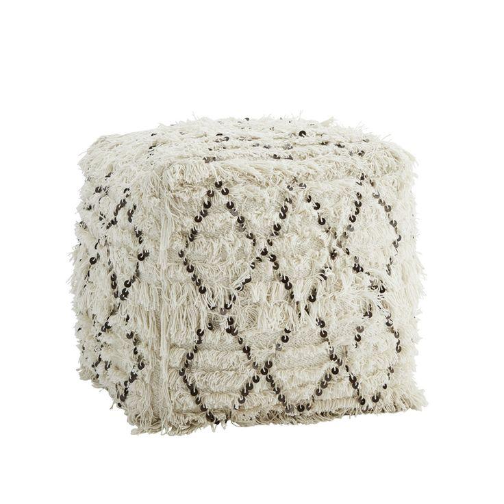 Pouf traditionnel berbère à sequins de la marque Madam Stoltz. Motif : losanges. Matière : laine et sequins. Coloris : blanc et noir / sequins : argentés. Dimensions : 45 cm x 45 cm 45 cm.