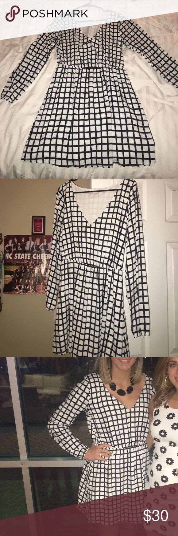 Black and White Abercrombie and Fitch Dress Long sleeve black and white Abercrombie dress. Only worn once. Abercrombie & Fitch Dresses Long Sleeve