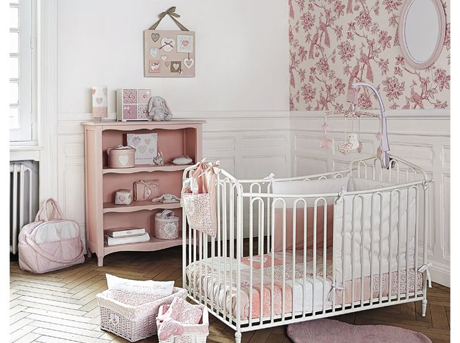 charmant chambre petite fille romantique 10 une chambre. Black Bedroom Furniture Sets. Home Design Ideas