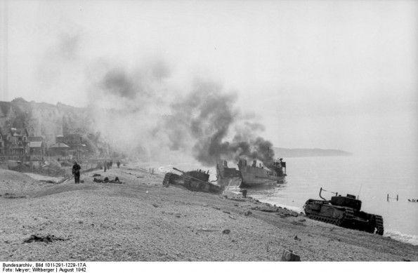 AUG 22 1942 Hitler struggles to understand purpose of Dieppe raid - See more at: http://ww2today.com/22nd-august-1942-hitler-struggles-to-understand-purpose-of- Dieppe, Landungsversuch, zerstörtes Kriegsgerät