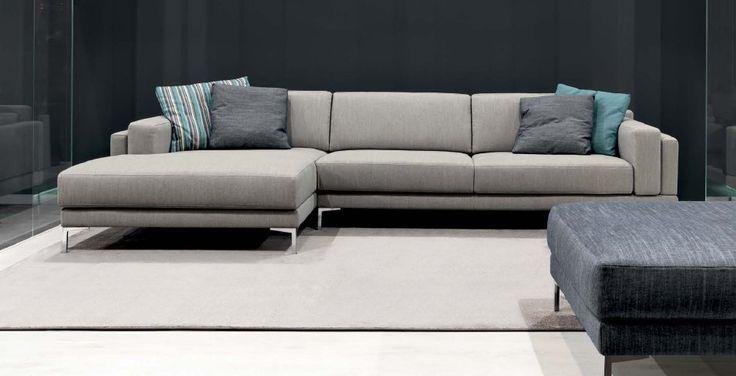 Composizione York York è disponibile sia in versione componibile sia a divano finito. I cuscini di seduta e schienale sono imbottiti in poli...