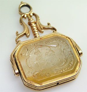 Antique Men's Watch Fob Seal - An 18ct two face intaglia Georgian gold seal.