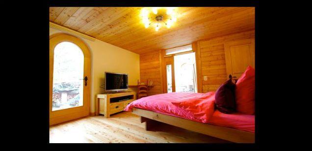 chambre d 39 h tes lili peace allan tschopp mi ge chambres d 39 h tes sierre salgesch et. Black Bedroom Furniture Sets. Home Design Ideas