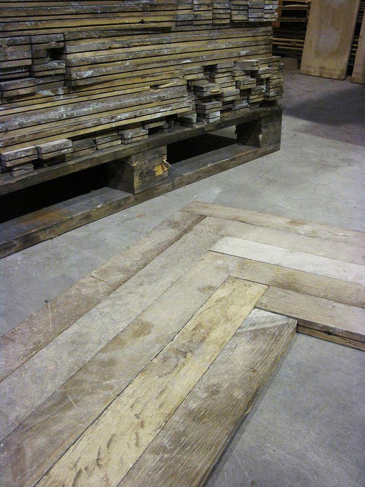 oude houten vloeren in alle soorten en maten bij Jan van IJken Oude Bouwmaterialen Eemnes    www.oudebouwmaterialen.nl