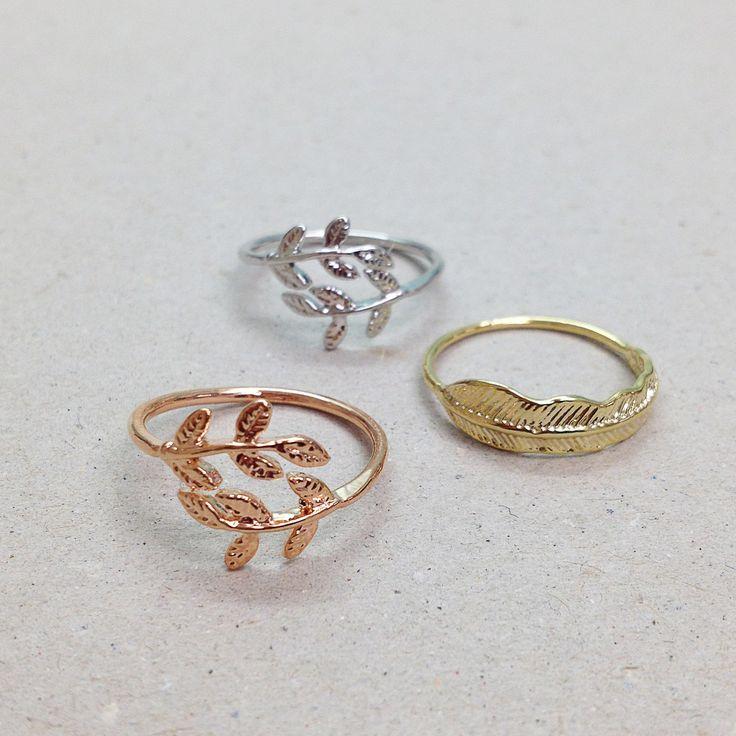 ♡ Plumes & Feuilles ♡ Petites bagues fantaisie, également disponibles pour phalanges. http://www.lesinutiles.fr/94-les-bijoux-fantaisie