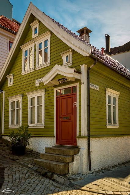 Norway wooden houses and bergen on pinterest for Norway wooden houses