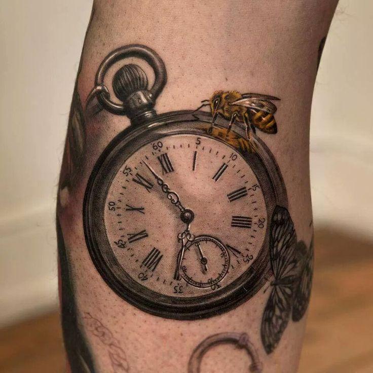 Тату на бедрах девушки - карманные часы, значения и эскизы тату.