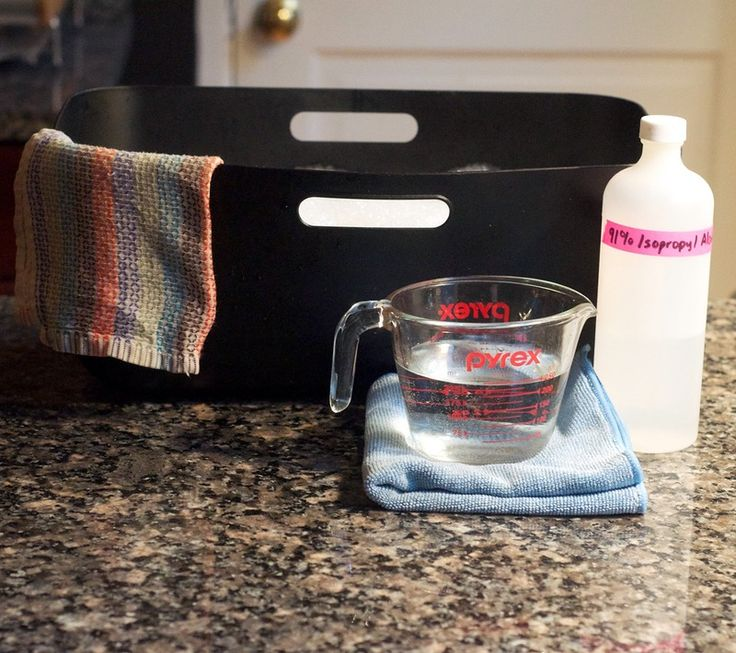 What's the best way to clean granite countertops? We've read a lot of varying views on this — use Windex! No, never use Windex! Use a special granite-only cleaner! No, you don't need a special granite-only cleaner! — but after doing our research, we think we've discovered a consensus among stone experts on how to care for granite. The best part? You really don't need any special cleaners to get those countertops shiny and streak-free.