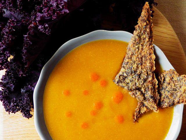 Quinoa Raz!: Zupa z dyni i batata z krakersami z quinoy i jarmużu (bez glutenu, bez laktozy wegańska)