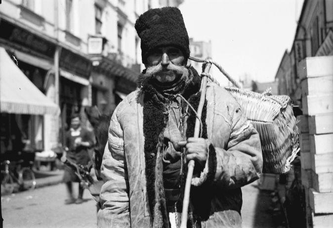 Bukarest, Straßen- und Marktleben in Bukarest: Eisverkäufer vom Land
