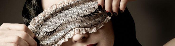 Производители косметических средств вносят в нашу жизнь путаницу: одни выпускают ночные кремы, другие – ночные маски. Разобраться, что к чему, помогает Анна…