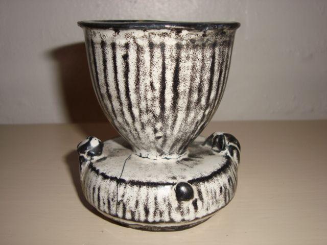 KÄHLER (Herman A. Kähler) pot by SVEND HAMMERSHØI. H: 9 cm D: 8 cm from 1930s. Signed HAK. #kahler #ceramics #pottery #hak #svend #hammershoei #pot #dansk #keramik #krukke #danish. SOLGT/SOLD.