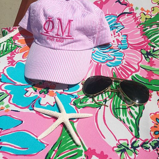 It's not a beach day without our Seersucker Baseball Hat! #seersucker #baseballhat #beach #lilly #funinthesun #summer #sassysorority #phimu