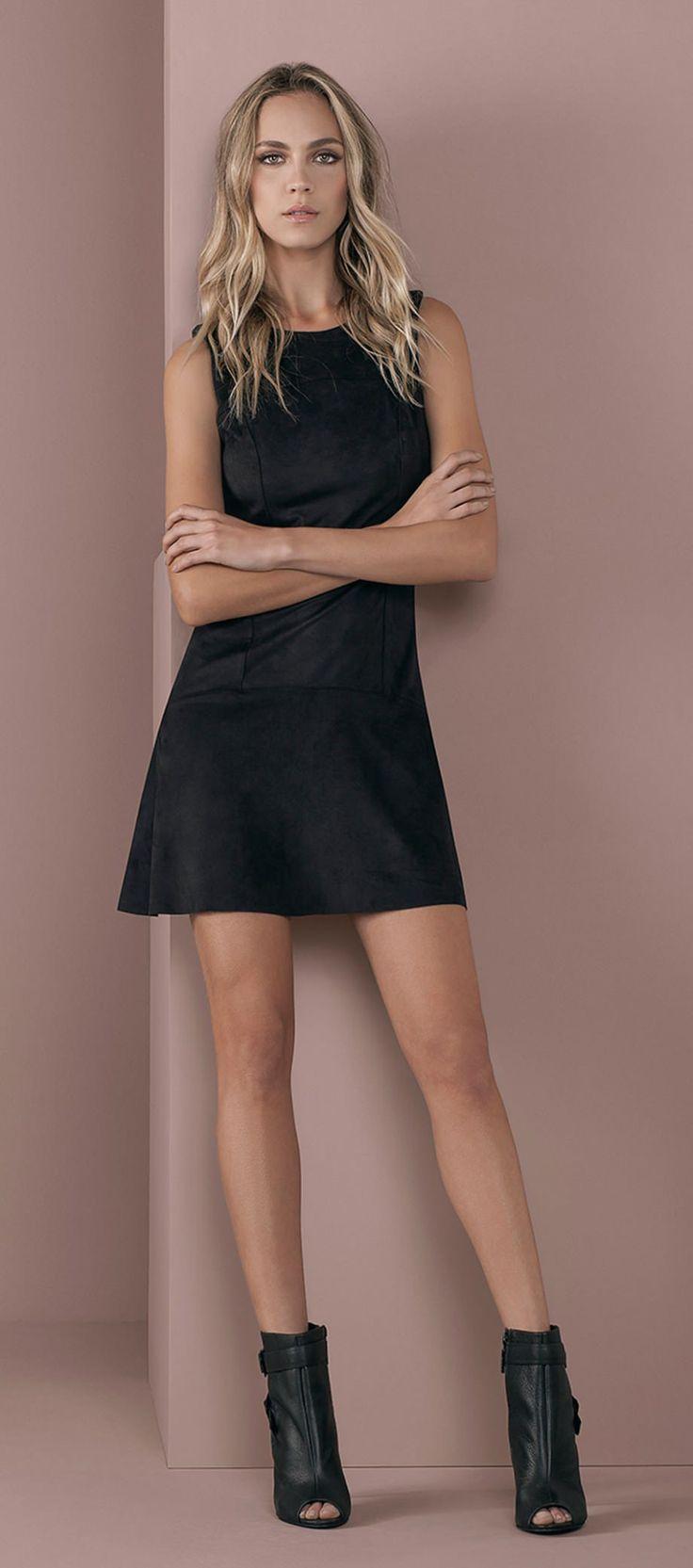 vestido basico tubinho sem mangas open boot couro detalhe fivelas