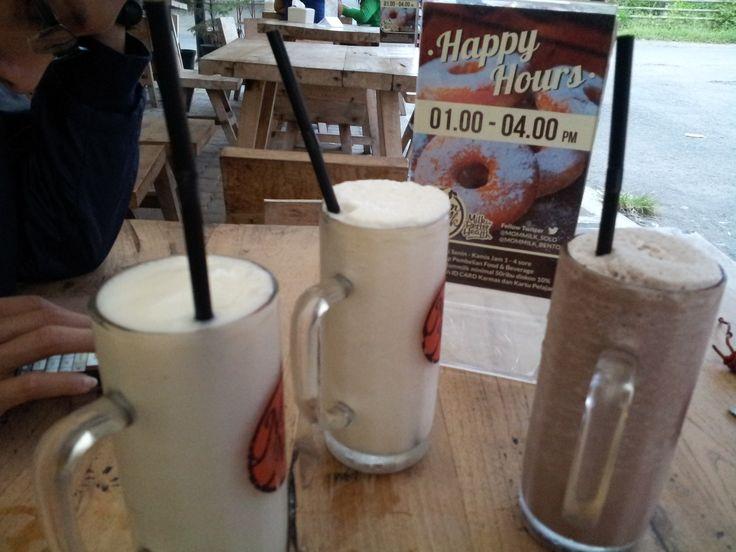 Menu : Mom Milk   Rasa : Hazelnut, Duren, Marquisa   Lokasi : Jl. Menco Raya, Solo