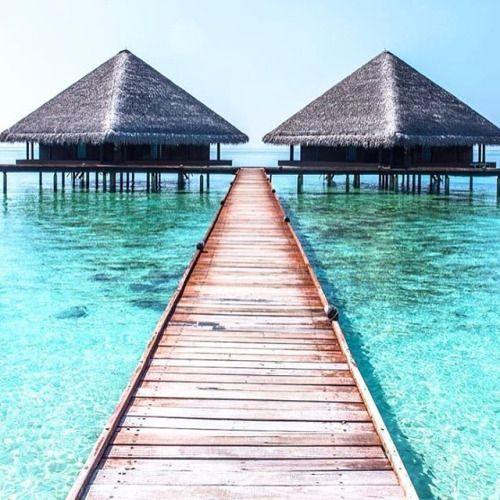 Preciosa imagen del #paraíso de @franvargasphotography  Tienes fotos de ensueño como estas? Publica con #CanonEspaña y compartiremos las más deseadas! Hoy comparto en mi blog 25 fotografias de Maldivas que haran que quieras volar alli hoy mismo. Link en mi perfil. Si me dejan en la foto 12 y no me recojen no me importaria mucho jijiji  Y a ti en cual de ellas no te importaria que te dejaran unos dias? Feliz dia!! #luxurylife #luxuryhomes #lovetravel #canonespaña #travelphotographer (via…