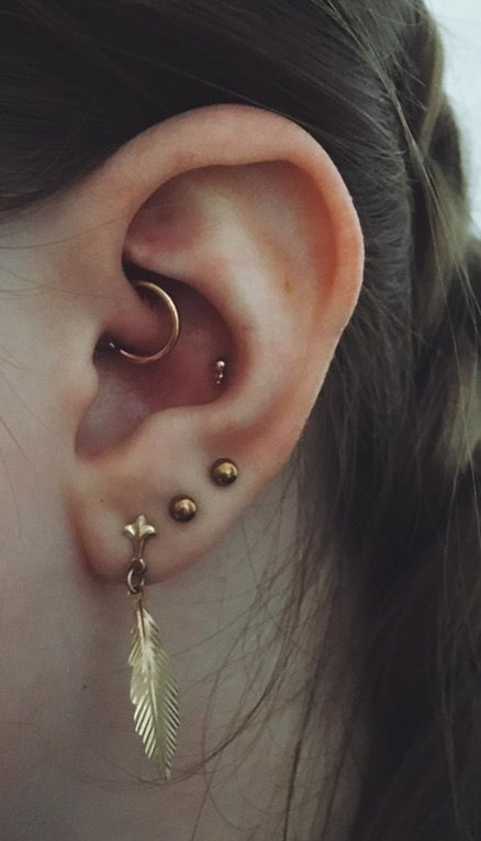 Got my DAITH upgraded finally to a rose gold ring and I got my CONCH pierced guys!! Just need to upgrade my lobes but they're healing still. what do you think?? : piercing
