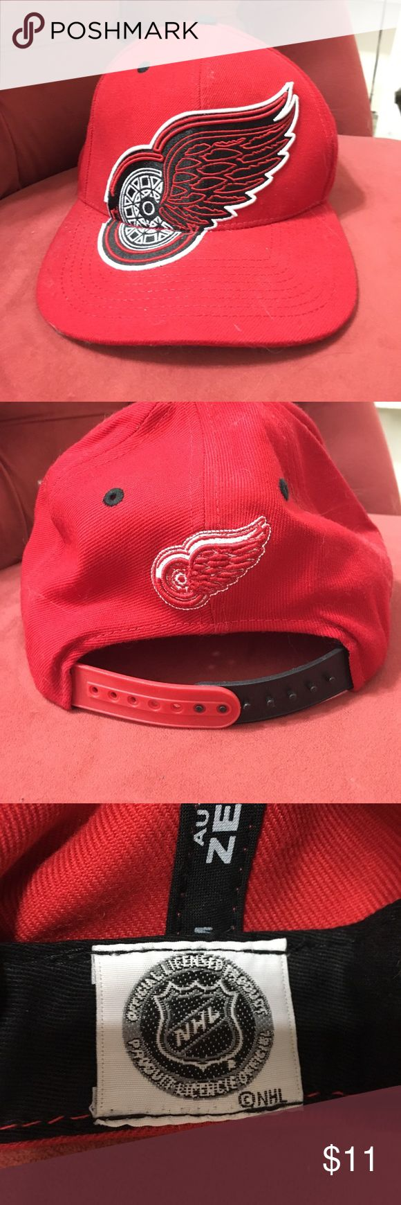 NHL red wings hat Red NHL red wings adjustable hat only worn once Accessories Hats