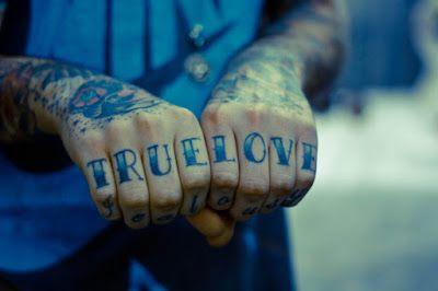 Αντιγραφάκιας: Η αληθινή αγάπη δε θέλει να σε αλλάξει.