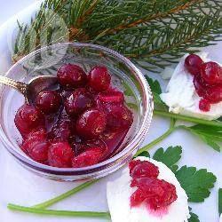 Cranberry Sauce ist die perfekte Beilage zu Pute, Truthahn oder anderem festlichen Geflügel @ de.allrecipes.com