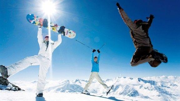 Eğlenen Snowboard ve Kayakçılar #wallpaper #Snowboard #kayak #kar #kış