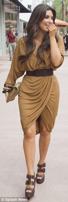 i love the coloring of the dress and the dark brown chunky shoes : )