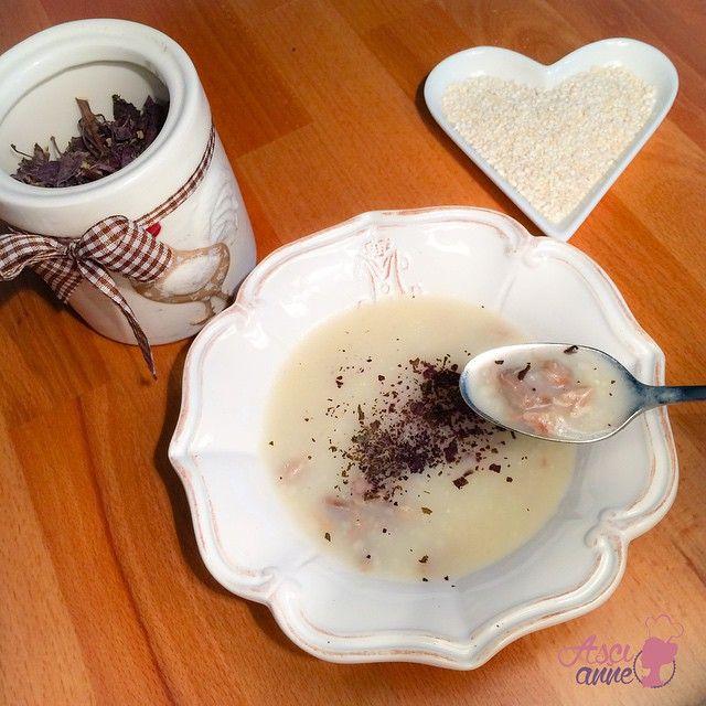 Buğdaylı Etli Çorba (+ 8 ay) Birbiriyle alakası olmayan sebzeler, artı kıyma, artı blendır tarzı klasik bebek çorbalardan haklı olarak sıkılan ve etten soğumak üzere olan bebeklerin dermanı bu çorba. Ayrıca çok sağlıklı ve besleyici bir tarif.  #bebek #corbalar #bebekyemekleri  #sagliklibeslenme
