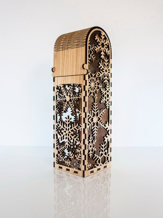 Single bottle wooden wine box with snowflake by CustomEngravedArt