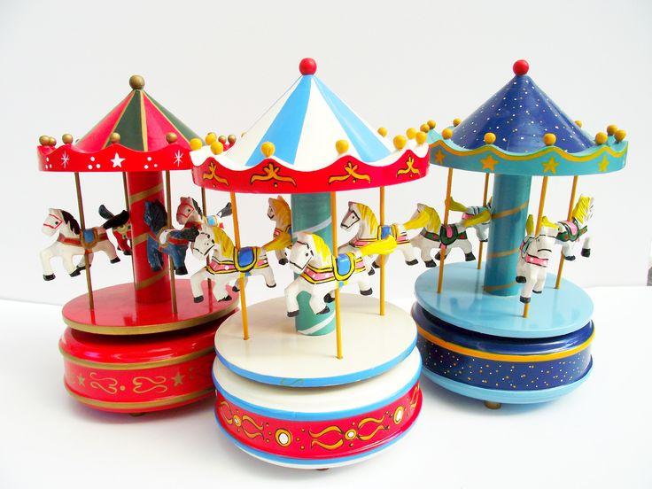 χριστουγεννιατικα ξυλινα καρουζελ τα παντα στο http://www.amalfiaccessories.gr/gifts/#