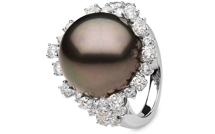 Yoko London 18kt white gold ring with an 18-19mm Tahitian pearl and diamonds.