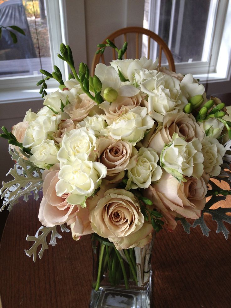 Ivory and beige wedding flowers.