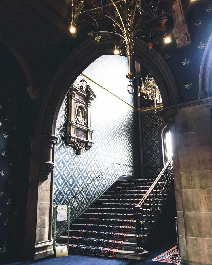 Stairway @uofglasgow #universityofglasgow #glasgowuni #glasgow #peoplemakeglasgow #scotland #westend #instaglasgow #neogothic #victorian #archilovers #interiordesign #architecture #architecturelovers