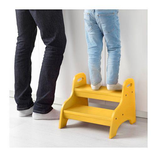 TROGEN Trapje/kruk voor kind IKEA Kinderen kunnen hem gebruiken als zitplaats, voetsteun of als opstapje om ergens beter bij te kunnen.