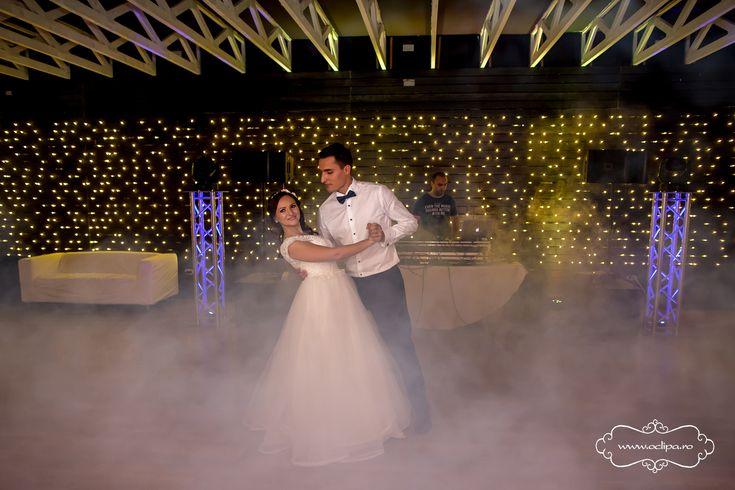 Sfaturi utile pentru alegerea unui fotograf nunta potrivit pentru nunta ta in 5 pasi simpli. Ghid util pentru ca nunta ta sa se desfasoare asa cum ai visat.