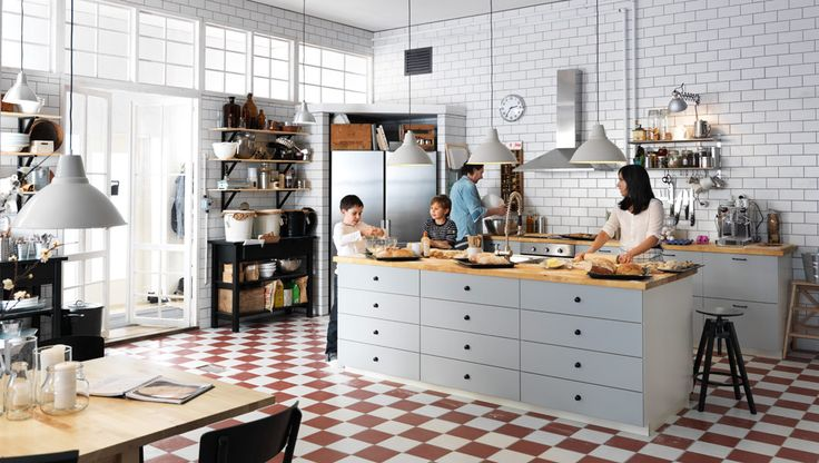 Ikea Metod keuken met kookeiland en lichtgrijze fronten