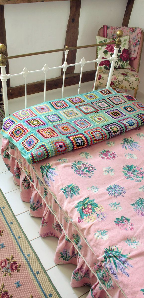 Pretty vintage textiles are in every room ༺✿ƬⱤღ✿༻